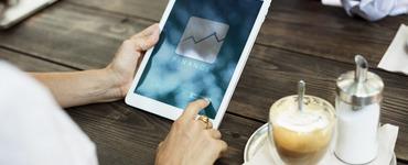 Терминалы и онлайн-оплаты: что выберет заемщик?