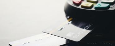 Безопасные расчеты: наличные или пластиковая карта?